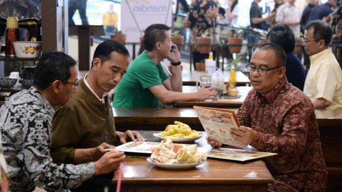 Berkunjung ke Paris Van Java, Presiden Jokowi Jajal Kerupuk Banjur dan Tahu Petis