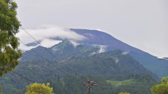 Pendakian Gunung Slamet Masih Ditutup, Ini Penjelasan PVMBG