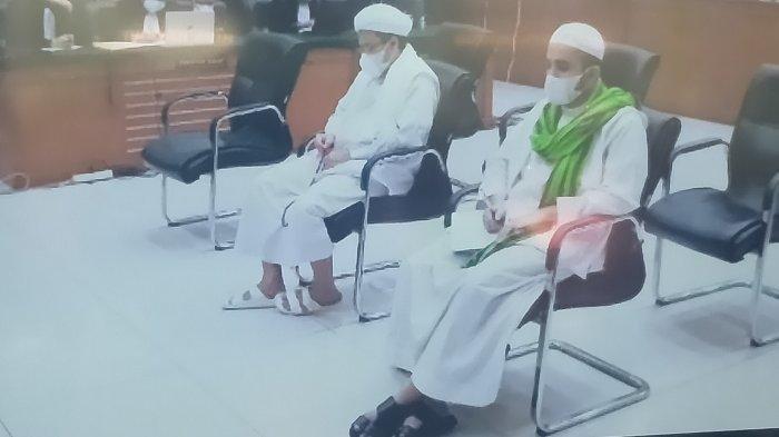 Benda Kecil yang Dibawa Habib Rizieq saat Sidang Pembacaan Tuntutan jadi Sorotan