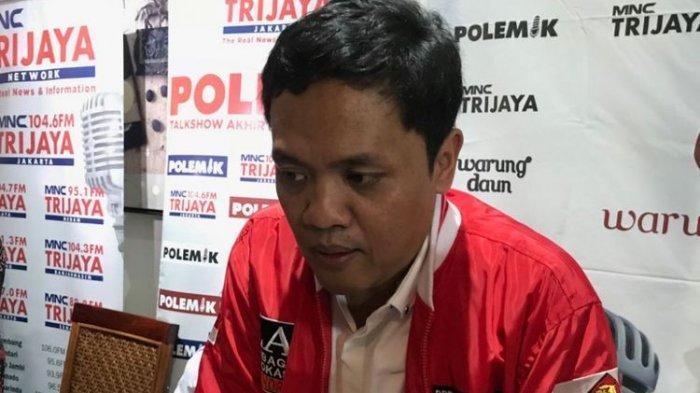 Politisi Gerindra IniCium Tangan Kiai Ma'ruf dan Salaman dengan Jokowi saatWakili Prabowo di KPU