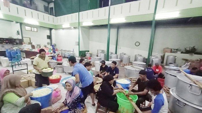 300 Kambing & Berton-ton Beras Diolah Jadi Nasi Kebuli,Dibagikan untuk Jemaah Haul Habib Ali di Solo
