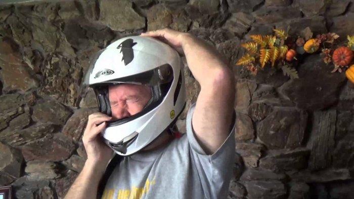 Sering Tak Disadari, Inilah 2 Kebiasaan yang Bikin Helm Jadi Bau Tak Sedap