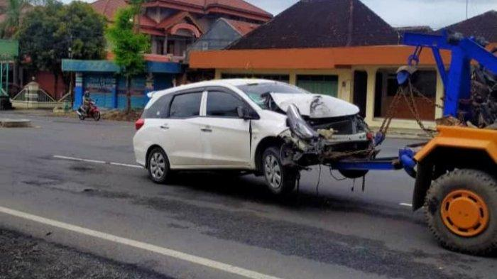 BREAKING NEWS: Wanita Ngawi Tewas Tertabrak Mobil di Sragen, Sempat Terseret hingga Pindah Lajur