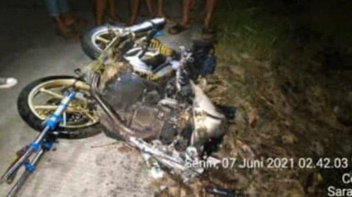 Kondisi motor Cahyono setelah menabrak pohon di Dukuh Gembong, Desa Saradan, Kecamatan Kedawung, Kabupaten Sragen, pada Senin (7/6/2021).