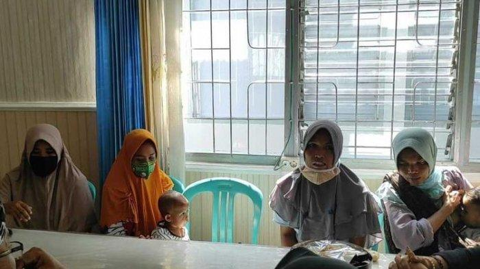 Protes Menyengatnya Bau Pabrik Tembakau Berujung Bui : 4 Ibu di NTB Ditahan Bersama Balita