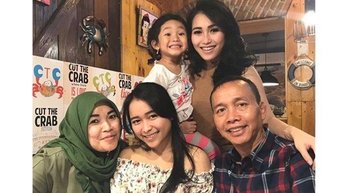 Umi Kalsum Ibunda Ayu Ting Ting Ulang Tahun, Tak Ada Perayaan Khusus, Pilih Temani Suami Berkebun