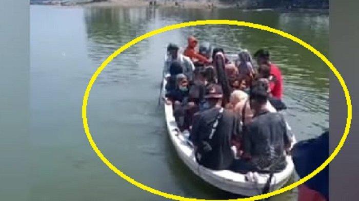 Potret Perahu Sebelum Terbalik, Harusnya Angkut Pakan Ikan di Kedung Ombo, Tapi Dipakai Bawa Orang