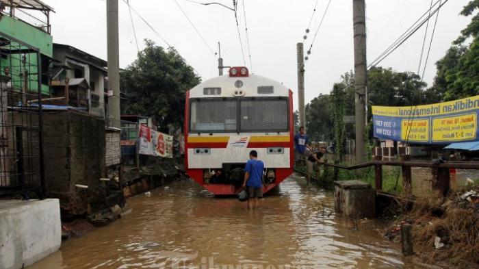 Perjalanan 7 Kereta Api Terganggu Akibat Banjir di Gombong, Jateng