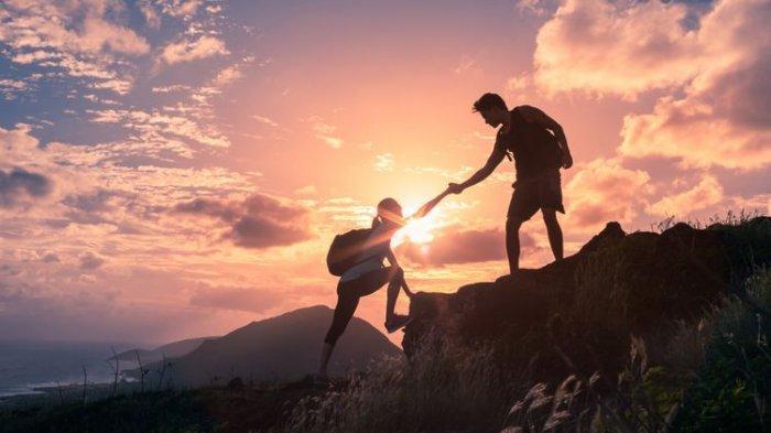 Tips Mendaki Gunung saat Musim Hujan, Simak 5 Hal Penting Berikut Ini