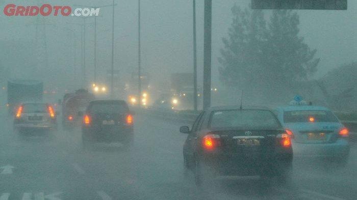 Tips Pengereman Mobil saat Hujan Deras Agar Terhindar dari Kecelakaan, Pahami Karakter Rem Kendaraan