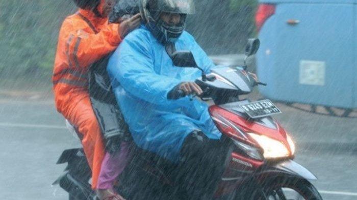 Tips Aman Naik Motor saat Hujan yang Perlu Diperhatikan, Kurangi Kecepatan Kendaraan