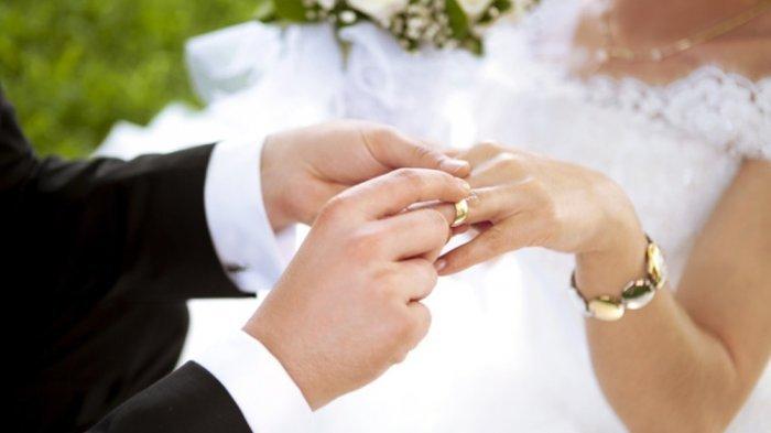 Viral Murid Lelaki Menikahi Gurunya Sendiri, Ternyata Begini Kisah Sebenarnya