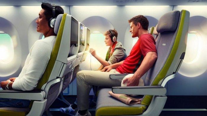 Ilustrasi penumpang duduk di dalam kabin pesawat terbang.
