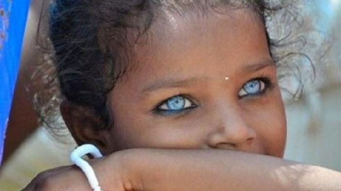 Misteri Suku Lingon, Suku di Pedalaman Hutan Halmahera yang Punya Ras Wanita Cantik Bermata Biru