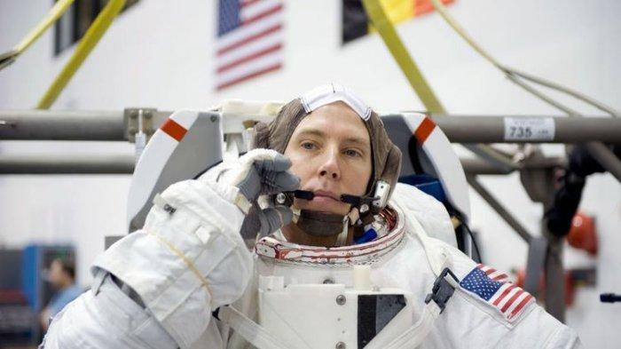 Takut Ketinggian, Astronot Ini Harus Tinggal 402 Kilometer di Atas Bumi Selama 29 Hari