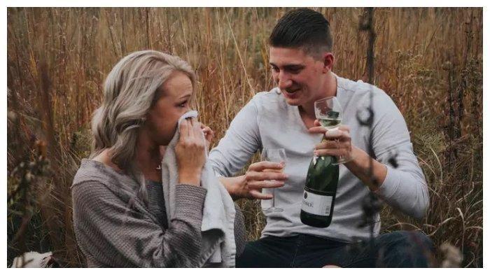 Viral Momen Foto Prewedding Pasangan Ini, Malah Basah Kuyup:Kami Mati Tertawa