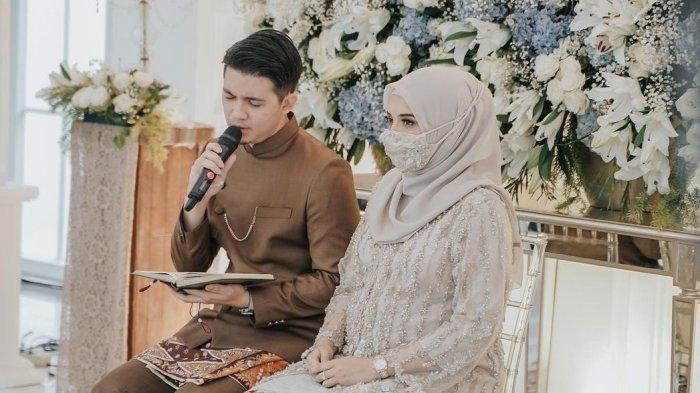 Irwansyah dan Zaskia Sungkar saat mengelar acara 7 bulan kehamilan.