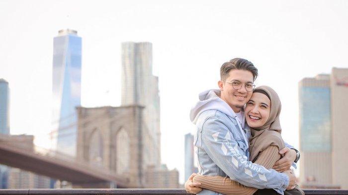Irwansyah Bahagia Segera Jadi Ayah, Unggah Foto Perut Buncit Zaskia Sungkar yang Hamil 4 Bulan Lebih