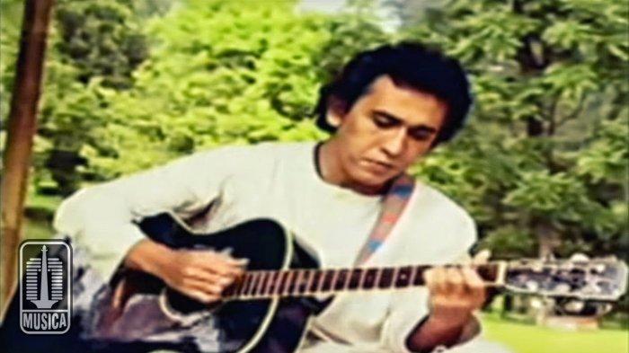 Chord Kunci Gitar dan Lirik Lagu Aku Bukan Pilihan - Iwan Fals: Tinggalkan Saja Diriku