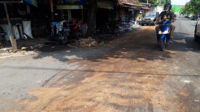 Awas Ada Tumpahan Minyak Goreng di Gilingan Solo, Sebabkan Puluhan Motor Tergelincir