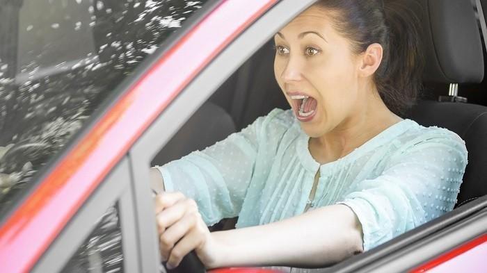 7 Tips Supaya Terhindar dari Kecelakaan saat Mobil Rem Blong,  Tetap Nyalakan Mesin Mobil