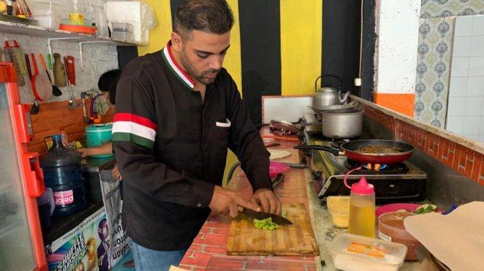 Cerita Jehad, Pria Asal Gaza Jualan Nasi Ayam Briyani di Solo, Jualan Keliling Naik Motor