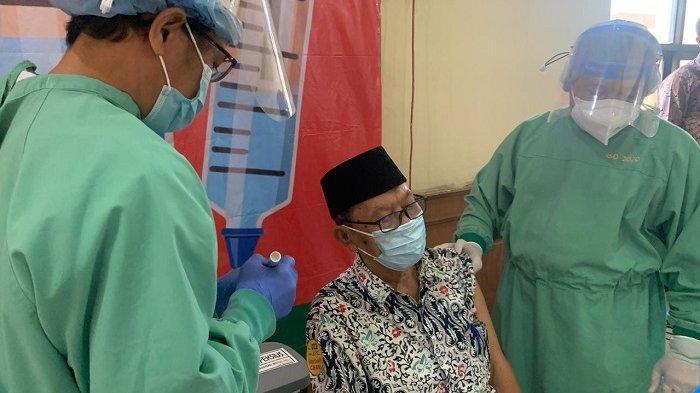 Vaksinasi Covid-19 Lansia di Indonesia Masih Rendah, Pemicunya Kekhawatiran Anggota Keluarga