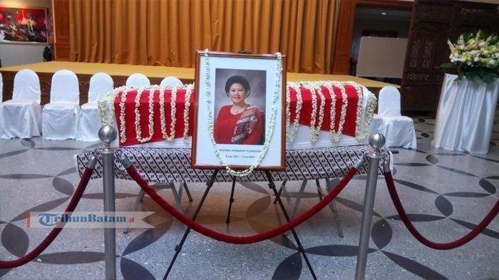 Momen Menyejukkan, Saat Megawati Jabat Tangan SBY di Balik Haru Pemakaman Ani Yudhoyono