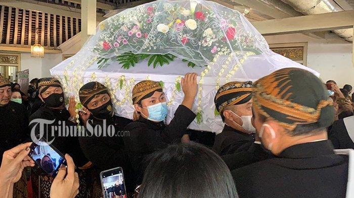 Tangis Keluarga Pecah, Jenazah GRAy Koes Isbandiyah Diantar ke Pemakaman Imogiri Yogyakarta
