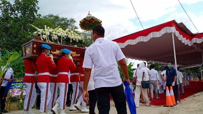 Jenazah Ibunda Jokowi Tiba di Pemakaman Karanganyar, Pasukan TNI Langsung Membawa ke Dekat Pusara
