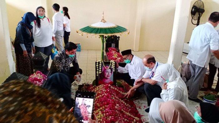 Cerita Kegigihan Ibunda Jokowi Semasa Hidup: Ketika Sakit Tetap Aktif Ikuti Kegiatan Masyarakat
