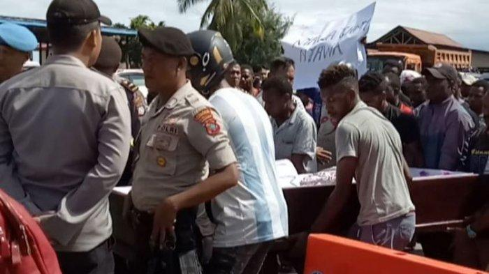 Oknum Brimob Diduga Tembak Mati Warga di Manokwari, Keluarga Bawa Jenazah ke Mapolres