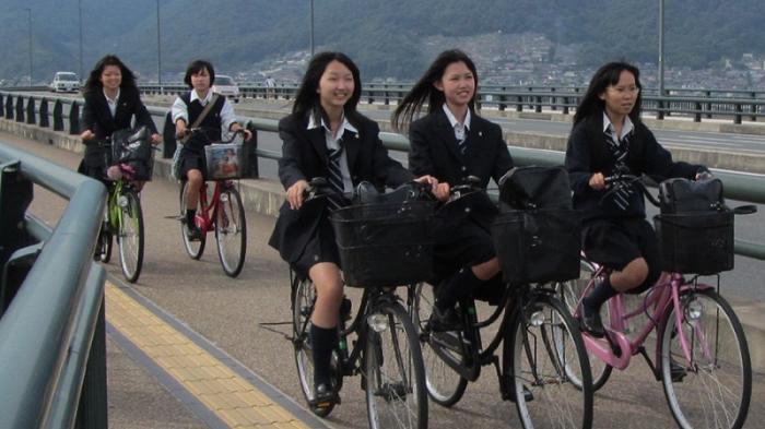 Ilustrasi wanita Jepang bersepeda (japanesestation.com)