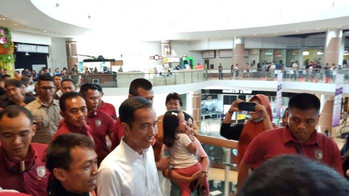Libur Hari Buruh, Jokowi Pilih Momong Cucu di Mall Solo Baru, Lalu Resmikan Waduk Gondang