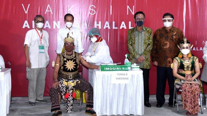 Unik! Gatotkaca Sambut Kedatangan Jokowi Saat Tinjau Vaksinasi untuk Seniman di Bantul