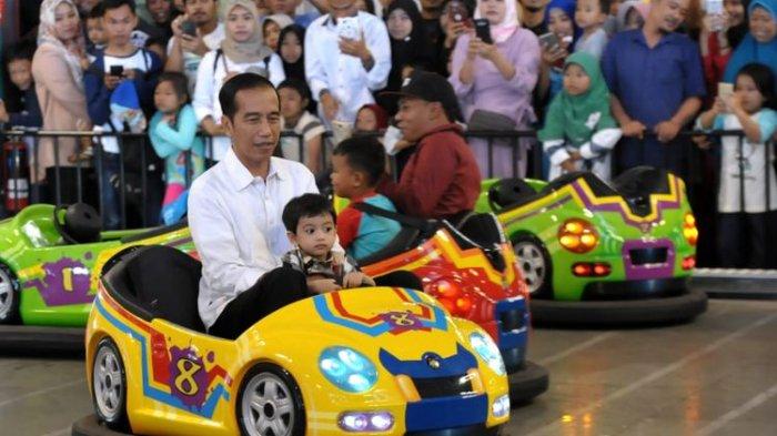 Berlibur ke Transmart Yasmin Bogor, Jokowi Ajak Jan Ethes Main Kereta Mini