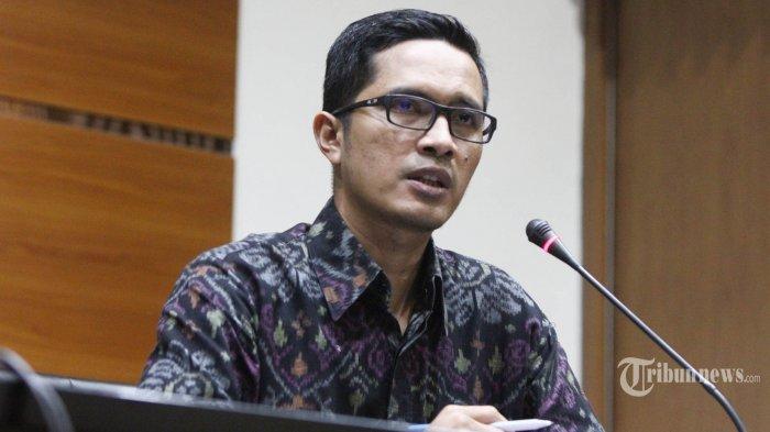 KPK Amankan 10 Tas Berisi Uang Hasil OTT di Kemenhub