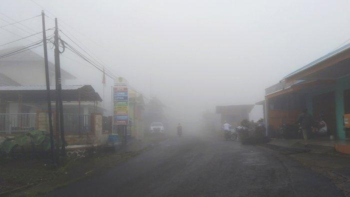 Long Weekend, Kawasan Tawangmangu Ditutup kabut Tebal, Jarak Pandang Berkendara Cuma 5 Meter