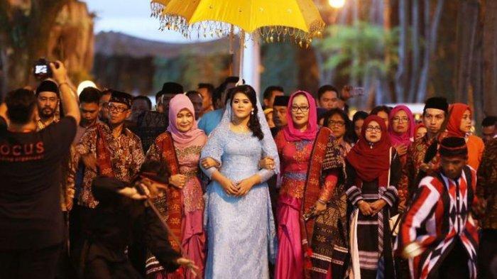 Jalani Prosesi Haroan Boru di Medan, Kahiyang Ayu Tampil bak Putri Raja
