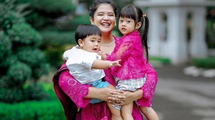 Kahiyang Ayu Bagikan Foto Bersama Dua Anaknya, Panembahan Al Nahyan Nasution Dipuji Tampan