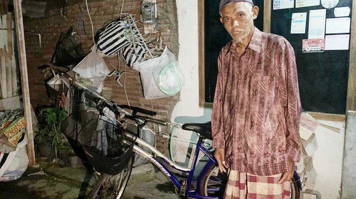 Bak Dapat 'Durian Runtuh', Kakek Wijiono Penjual Mainan Jadul di Solo, Terima Bantuan Sepeda Baru