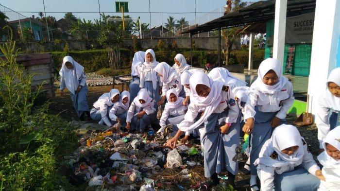 Memperingati Hari Bumi, SMKN Ngargoyoso Karanganyar Kampanye Anti Plastik