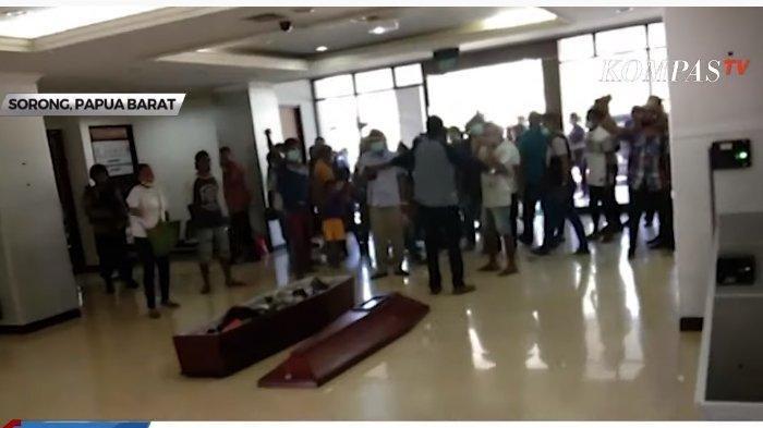 Warga Kesal Kasus Pengeroyokan Tak Diusut Lalu Kirim Jenazah Korban Ke Kantor Wali Kota Sorong