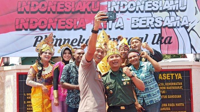 Kapolres dan Dandim Sukoharjo Ajak Mahasiswa Papua Berselfie