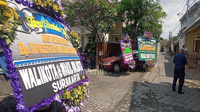 Sosok Hariadi Saptono Meninggal, Gibran Belum Tampak Melayat di Rumah Duka, Baru Ada Karangan Bunga