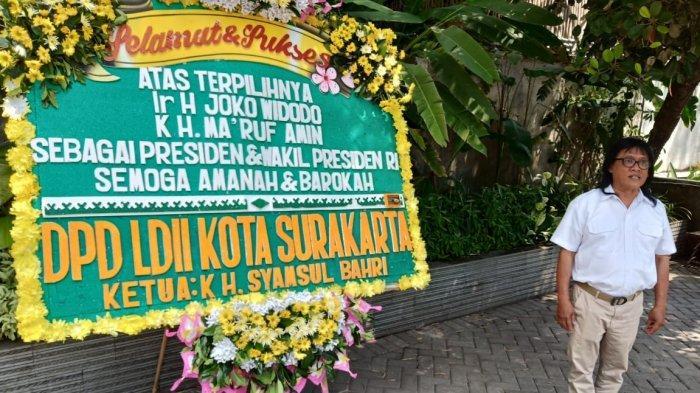 Karangan Bunga Ucapan 'Jokowi-Ma'ruf sebagai Presiden-Wapres RI' Dipajang di Graha Saba Buana Solo
