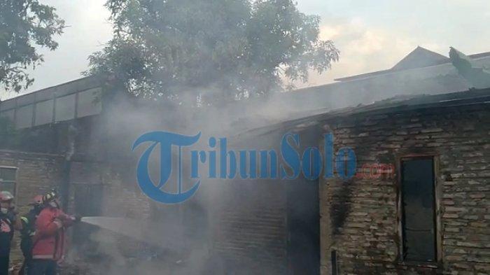 Tumpukan Kayu Bakar Sebabkan Kebakaran, Hanguskan Rumah Seorang Janda di Solo