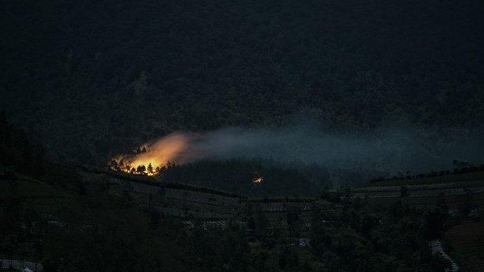 Karhutla di Gunung Slamet Meluas, Ratusan Personel Dikerahkan Untuk Padamkan