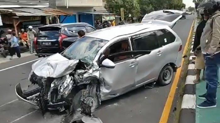 Kronologi Kecelakaan Maut di Prambanan Klaten : Sopir Avanza Silver Banting Kiri, Menghantam Pemotor