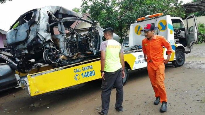 Kecelakaan Tol Solo – Ngawi : Mobil Terbakar Usai Tabrak Pembatas, Pengemudi Tewas Terpanggang